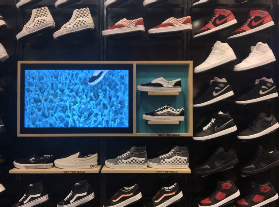 Produktdisplay bei Footlocker