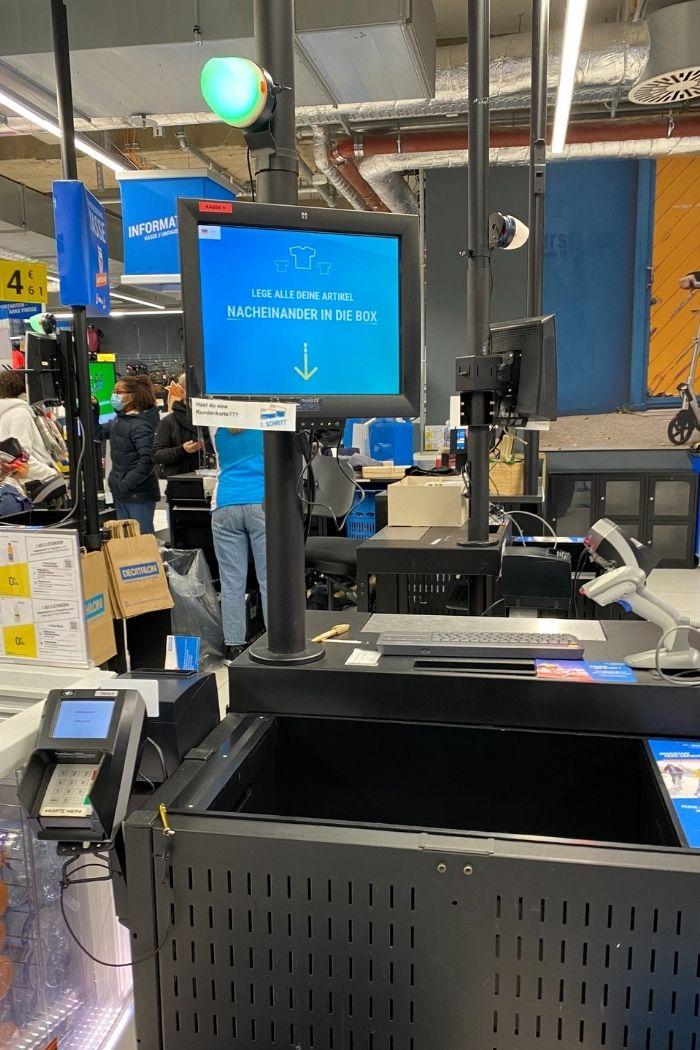 Decathlon bietet einen digitalen Self-Checkout