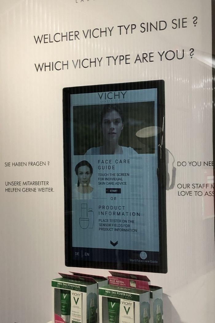 Der Vichy-Hautpflege-Guide hilft im Laden die Käufer zu beraten